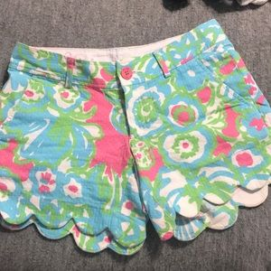 Lilly Pulitzer scalloped buttercup short